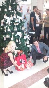 Rob Mills & Gretel Scarlett sing a Christmas tune